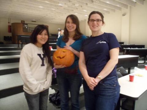 Pumpkin Carving with the Undergrad/Grad Mentors